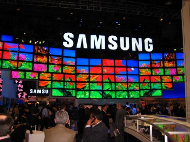 1024px-SAMSUNG_at_CES_2009.jpg