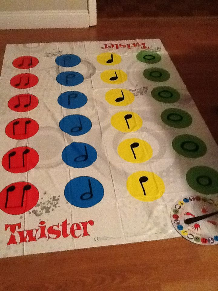 Musical note twister game